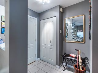 """Photo 12: 220 19528 FRASER Highway in Surrey: Cloverdale BC Condo for sale in """"FAIRMONT ON THE BOULEVARD"""" (Cloverdale)  : MLS®# R2467752"""