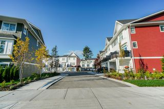 Photo 4: 19 27735 ROUNDHOUSE Drive in Abbotsford: Aberdeen Townhouse for sale : MLS®# R2498505