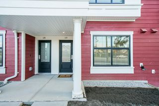 Photo 2: 19 27735 ROUNDHOUSE Drive in Abbotsford: Aberdeen Townhouse for sale : MLS®# R2498505