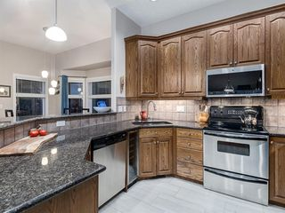 Photo 10: 30 DISCOVERY RIDGE Lane SW in Calgary: Discovery Ridge Semi Detached for sale : MLS®# A1038532