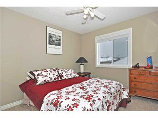 Photo 14: 14 ELMONT ESTATES Manor SW in CALGARY: Springbank Hill Residential Detached Single Family for sale (Calgary)  : MLS®# C3570379