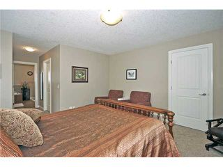 Photo 10: 14 ELMONT ESTATES Manor SW in CALGARY: Springbank Hill Residential Detached Single Family for sale (Calgary)  : MLS®# C3570379