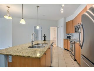 Photo 4: 202 285 Ross Drive in New Westminster: Fraserview NW Condo for sale : MLS®# V1062472