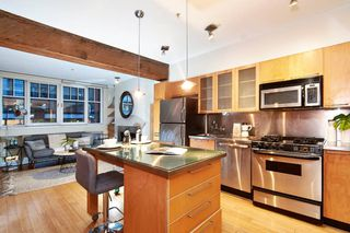 """Photo 5: 303 1072 HAMILTON Street in Vancouver: Yaletown Condo for sale in """"THE CRANDALL"""" (Vancouver West)  : MLS®# R2420588"""