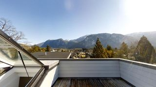 "Photo 13: 38033 SEVENTH Avenue in Squamish: Downtown SQ House 1/2 Duplex for sale in ""DOWNTOWN"" : MLS®# R2438415"