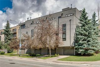 Photo 1: 1704 26 Avenue SW in Calgary: Bankview Row/Townhouse for sale : MLS®# C4306004