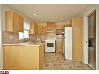 "Photo 7: 259 20391 96TH Avenue in Langley: Walnut Grove Townhouse for sale in ""CHELSEA GREEN"" : MLS®# F1221625"