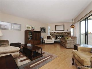 Photo 2: 304 928 Southgate St in VICTORIA: Vi Fairfield West Condo for sale (Victoria)  : MLS®# 677606