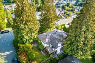 Main Photo: 1015 BELMONT Avenue in North Vancouver: Edgemont House for sale : MLS®# R2391152