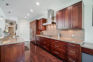 """Photo 3: 202 605 CLYDE Avenue in West Vancouver: Park Royal Condo for sale in """"The Watermark"""" : MLS®# R2457611"""