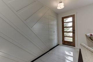 Photo 2: 7203 89 Avenue in Edmonton: Zone 18 House for sale : MLS®# E4198327