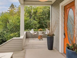 Photo 2: 1931 12 Avenue SW in Calgary: Scarboro Detached for sale : MLS®# A1031007