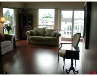 Photo 2: 15861 Cliff Ave in White Rock: Home for sale : MLS®# F2833351