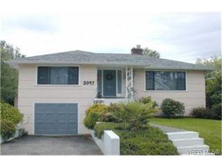 Photo 1: 2047 Neil St in VICTORIA: OB Henderson House for sale (Oak Bay)  : MLS®# 340093