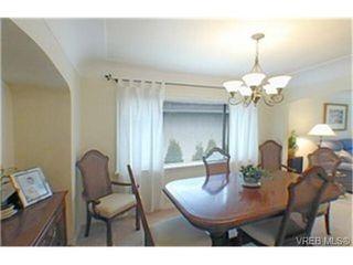 Photo 3: 2047 Neil St in VICTORIA: OB Henderson House for sale (Oak Bay)  : MLS®# 340093