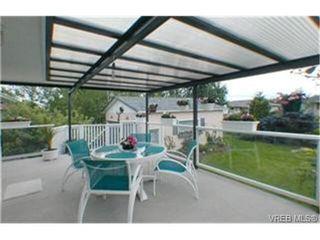 Photo 6: 2047 Neil St in VICTORIA: OB Henderson House for sale (Oak Bay)  : MLS®# 340093