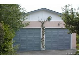 Photo 8: 2047 Neil St in VICTORIA: OB Henderson House for sale (Oak Bay)  : MLS®# 340093