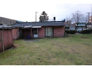Photo 2: 2084 COMMERCIAL DR in Vancouver: Grandview VE House for sale (Vancouver East)  : MLS®# V1098496