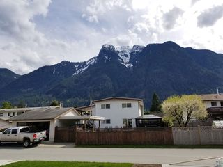 "Photo 20: 65535 SKYLARK Lane in Hope: Hope Kawkawa Lake House for sale in ""Wildflowers on Skylark Lane"" : MLS®# R2441174"