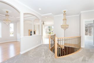 Photo 2: 38783 GARIBALDI Avenue in Squamish: Dentville House for sale : MLS®# R2447325