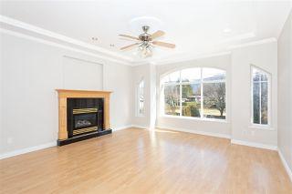 Photo 5: 38783 GARIBALDI Avenue in Squamish: Dentville House for sale : MLS®# R2447325