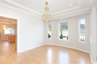 Photo 8: 38783 GARIBALDI Avenue in Squamish: Dentville House for sale : MLS®# R2447325