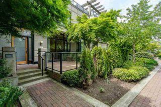 """Photo 2: 8 1 RENAISSANCE Square in New Westminster: Quay Townhouse for sale in """"Q"""" : MLS®# R2454289"""