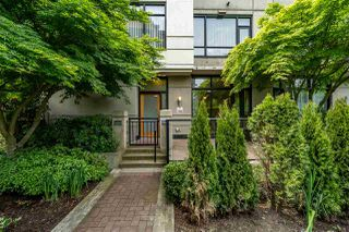 """Photo 3: 8 1 RENAISSANCE Square in New Westminster: Quay Townhouse for sale in """"Q"""" : MLS®# R2454289"""
