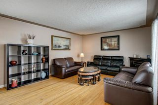 Photo 2: 3735 Brooklyn Crescent NW in Calgary: Brentwood Detached for sale : MLS®# A1042470