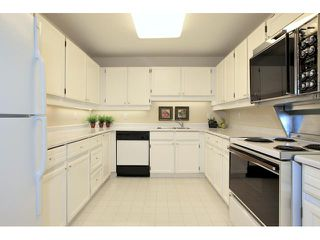 Photo 7: # 67 2212 FOLKESTONE WY in West Vancouver: Panorama Village Condo for sale : MLS®# V966303