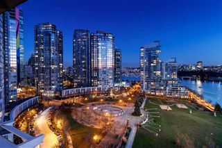 Photo 3: 1601 638 BEACH CRESCENT in Vancouver: Yaletown Condo for sale (Vancouver West)  : MLS®# R2339622
