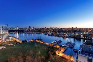 Photo 2: 1601 638 BEACH CRESCENT in Vancouver: Yaletown Condo for sale (Vancouver West)  : MLS®# R2339622