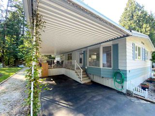 """Photo 3: 19 2306 198 Street in Langley: Brookswood Langley Manufactured Home for sale in """"CEDAR LANE SENIORS PARK"""" : MLS®# R2497884"""