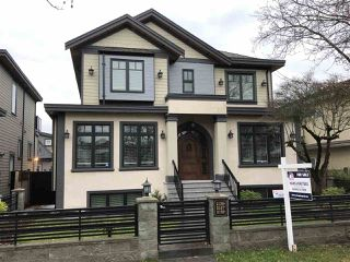 Photo 2: 2137 E 46TH Avenue in Vancouver: Killarney VE House for sale (Vancouver East)  : MLS®# R2505136