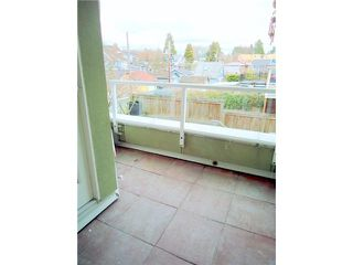 """Photo 6: 207 1707 CHARLES Street in Vancouver: Grandview VE Condo for sale in """"CITY LIGHTS"""" (Vancouver East)  : MLS®# V939487"""