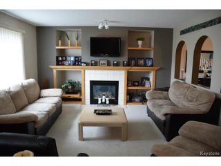 Photo 8: 2 Tilstone Bay in WINNIPEG: St Vital Residential for sale (South East Winnipeg)  : MLS®# 1416435
