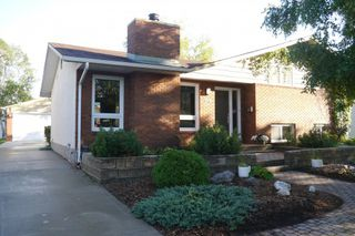Photo 1: 145 Augusta Drive West in Winnipeg: Waverley Heights Single Family Detached for sale (South Winnipeg)  : MLS®# 1507687