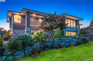 Photo 2: 3665 Seashell Pl in VICTORIA: Co Royal Bay House for sale (Colwood)  : MLS®# 785745