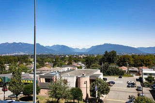 "Photo 3: 701 2220 KINGSWAY in Vancouver: Victoria VE Condo for sale in ""KENSINGTON GARDEN"" (Vancouver East)  : MLS®# R2388023"
