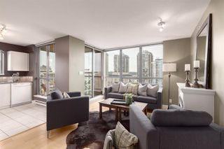 """Photo 3: 1601 850 ROYAL Avenue in New Westminster: Downtown NW Condo for sale in """"The Royalton"""" : MLS®# R2407990"""