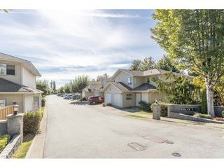 "Photo 2: 18 16016 82 Avenue in Surrey: Fleetwood Tynehead Townhouse for sale in ""Maple Court"" : MLS®# R2497263"