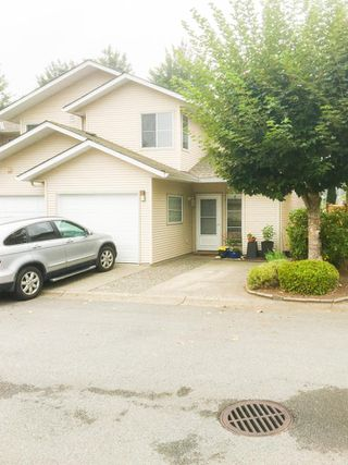 "Photo 1: 18 16016 82 Avenue in Surrey: Fleetwood Tynehead Townhouse for sale in ""Maple Court"" : MLS®# R2497263"