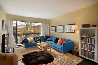 "Photo 2: 310 2330 MAPLE Street in Vancouver: Kitsilano Condo for sale in ""MAPLE GARDENS"" (Vancouver West)  : MLS®# V931488"