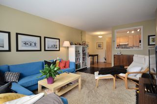 "Photo 3: 310 2330 MAPLE Street in Vancouver: Kitsilano Condo for sale in ""MAPLE GARDENS"" (Vancouver West)  : MLS®# V931488"