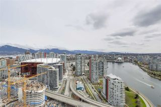 Photo 1: 3803 1033 MARINASIDE CRESCENT in Vancouver: Yaletown Condo for sale (Vancouver West)  : MLS®# R2257056