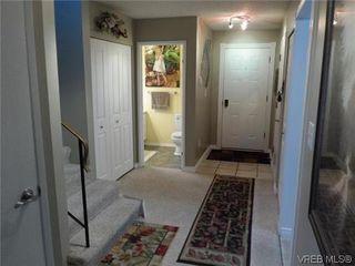 Photo 3: 107 3048 Washington Avenue in VICTORIA: Vi Burnside Townhouse for sale (Victoria)  : MLS®# 317784