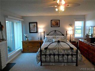 Photo 2: 107 3048 Washington Avenue in VICTORIA: Vi Burnside Townhouse for sale (Victoria)  : MLS®# 317784