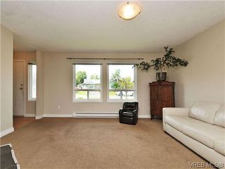 Photo 2: 9619 Barnes Pl in SIDNEY: Si Sidney South-West House for sale (Sidney)  : MLS®# 641441
