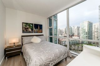 Photo 10: 2006 1077 MARINASIDE CRESCENT in Vancouver: Yaletown Condo for sale (Vancouver West)  : MLS®# R2337743