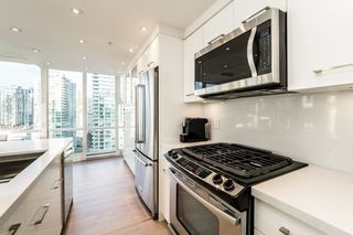 Photo 2: 2006 1077 MARINASIDE CRESCENT in Vancouver: Yaletown Condo for sale (Vancouver West)  : MLS®# R2337743